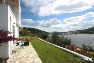 accommodation villa ariadni lake view