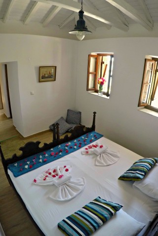cottage villa ariadni bed