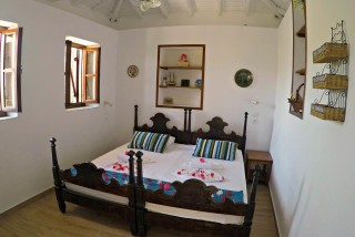 cottage villa ariadni bedroom