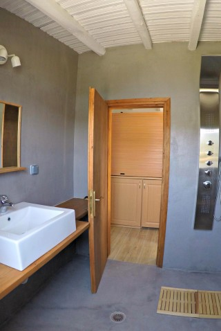 cottage villa ariadni shower