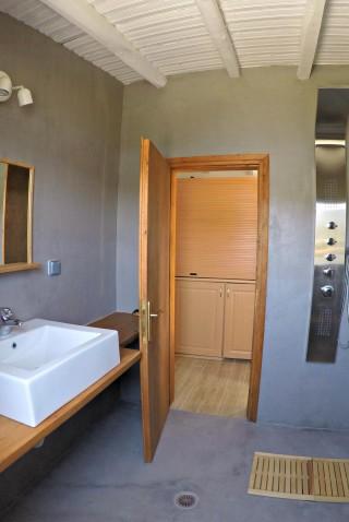 cottage villa ariadni shower