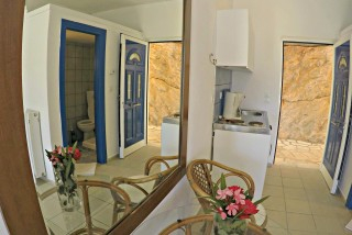 double bed studio villa ariadni mirror