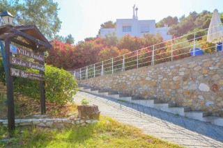 facilities villa ariadni pool